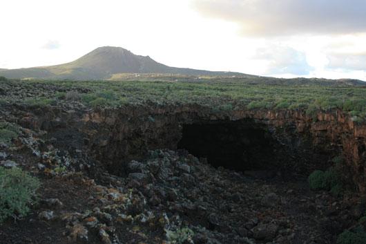Höhle mit Monte Corona