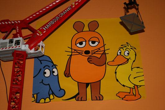 Poster mit Maus, Elefant und Ente im Kinderzimmer