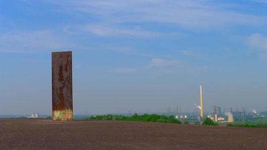 Halde im Norden von Essen mit Richard Serra-Skulptur
