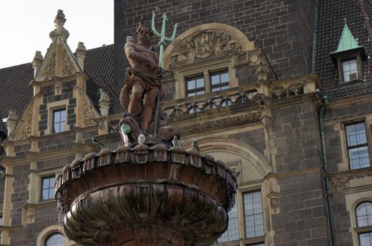 Neptunbrunnen vor dem Rathaus in Wuppertal