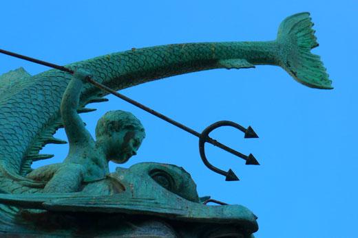 Tritonbrunnen in Duisburg mit Dreizack