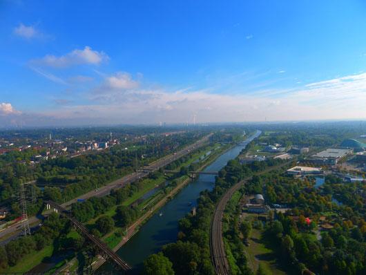 Blick auf Rhein-Herne-Kanal vom Gasometer