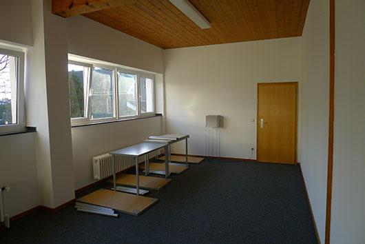 Neue Tische für das Astrologiezentrum Bochum